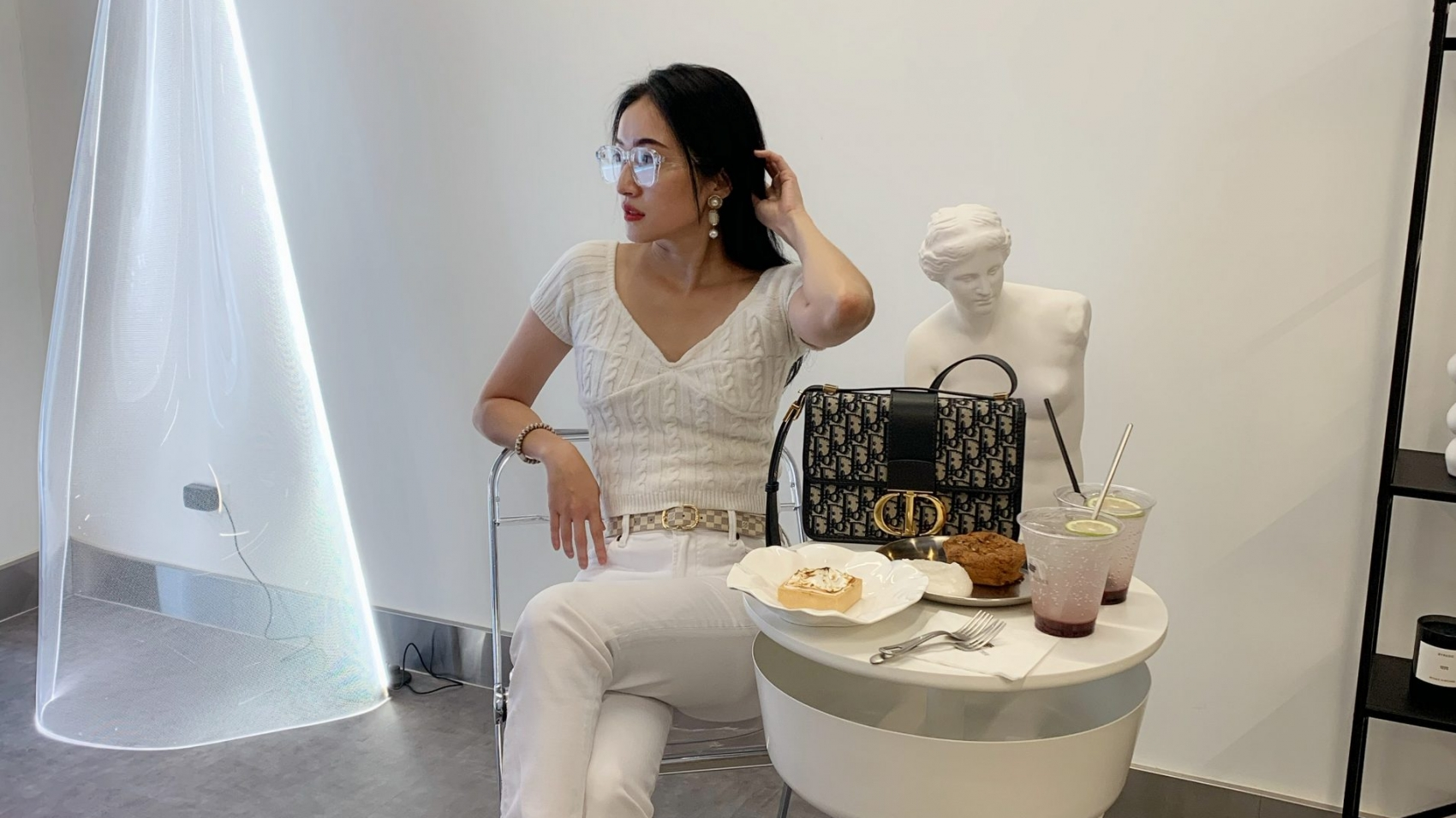 Outfit : All white style in Summer.